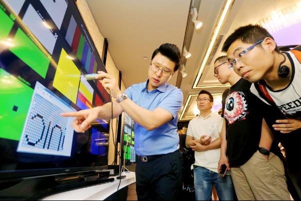 三星量子点技术升级!SUHD TV面向未来
