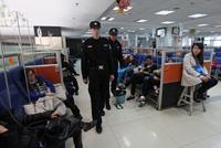 医院强化安防为安保人员配备执法记录仪
