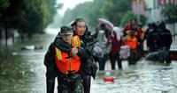 执法记录仪记录 抗洪救灾一线感动时刻