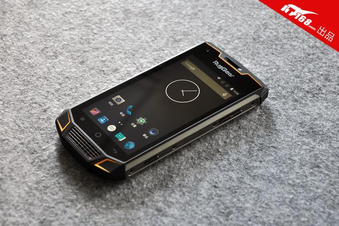 独特的设计和严谨的做工,让我们对传统粗糙笨重的三防手机较为改观.