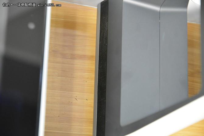 两块触控平面+投影装置的神奇一体机