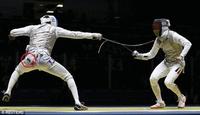 里约奥运尴尬一幕 击剑场上手机跌落