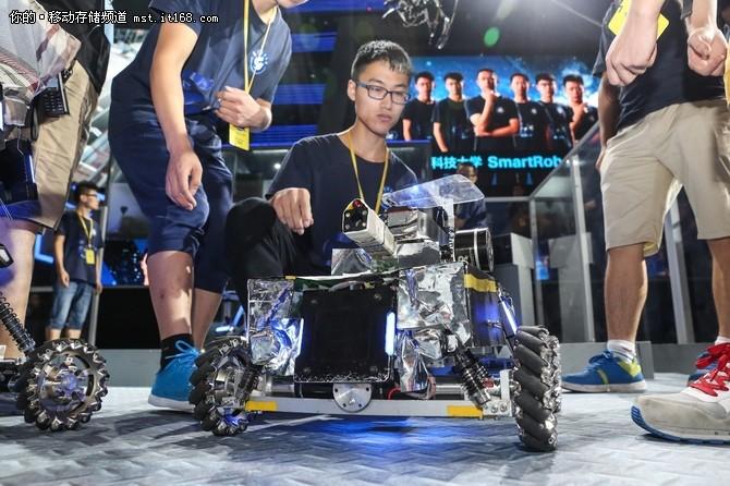 助跑青春 闪迪助力大学生机器人大赛