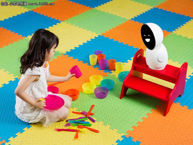 灵活的大白 小忆机器人的四维运动