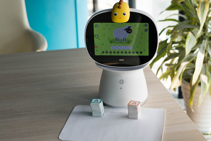 智能语音 海量资源 360儿童机器人体验