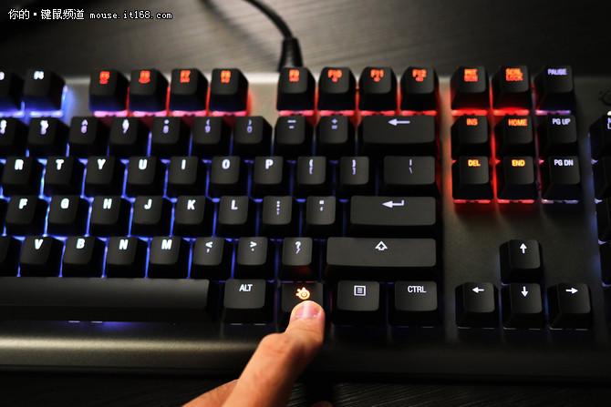 让灯厂骂脏话 测赛睿APEX M650机械键盘