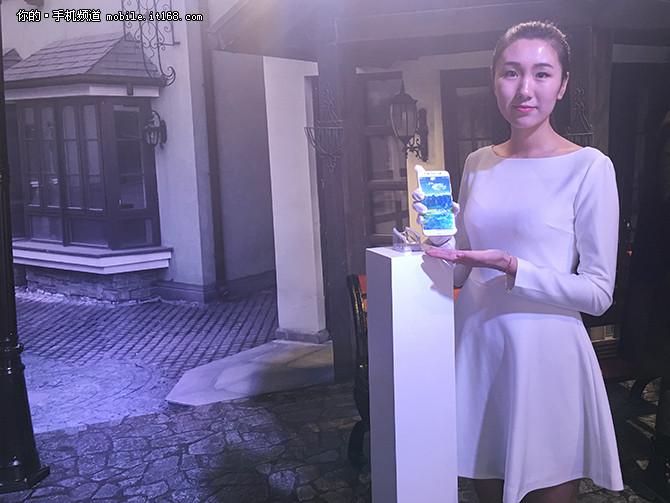 首款前置双摄 vivo在京召开自拍艺术展
