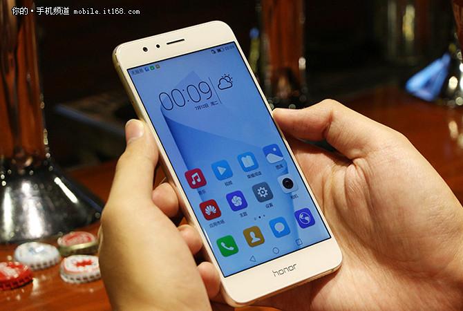 三星S7已降至2710元 12月超值手机汇总