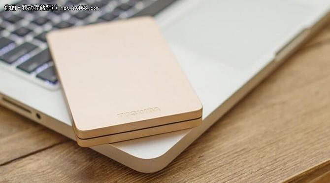 设计时尚,细节精致 东芝ALUMY移动硬盘