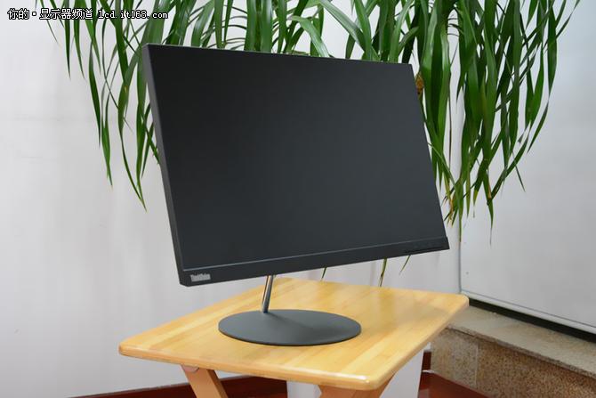 有态度的显示器: ThinkVision X27q