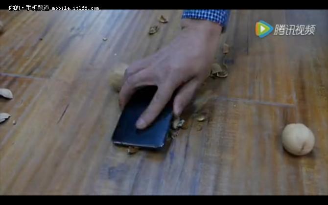 不服来砸个核桃 Nokia 6曝暴力测试视频