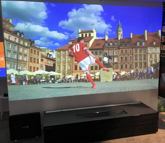 极米携首台双色4K家用激光电视亮相CES