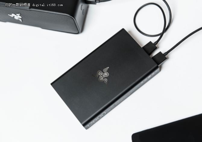 RAZER推出高端移动电源 拥有USB-C接口
