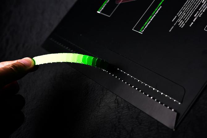 当壁纸做成鼠标垫 雷蛇掘土黄蜂V2评测