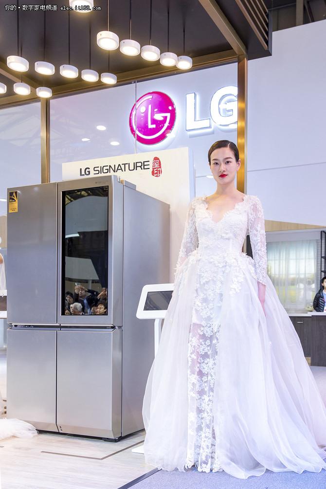 LG SIGNATURE玺印携手兰玉婚纱闪耀AWE