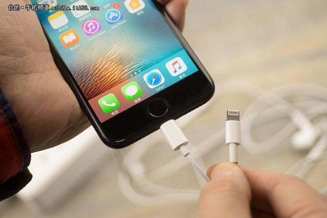 别进误区 手机充满电竟会降低电池寿命