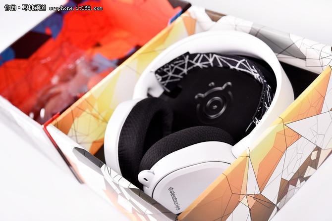 帅气的边灯 赛睿Arctis 5游戏耳机试玩