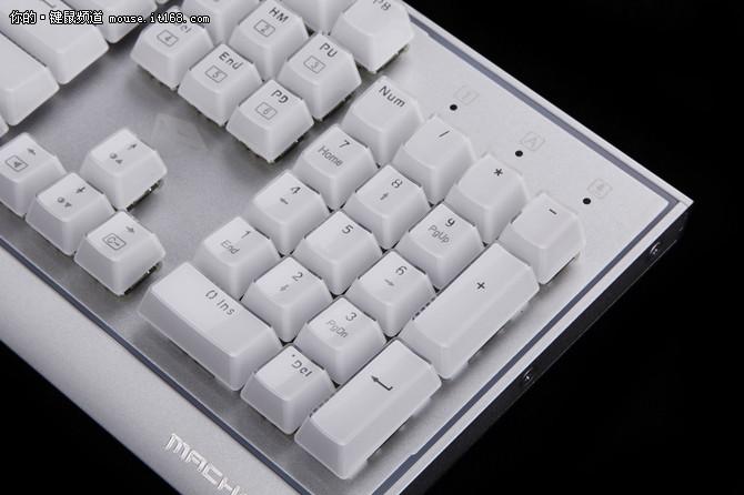 灯玩年 机械师耀K1铂晶版茶轴键盘评测