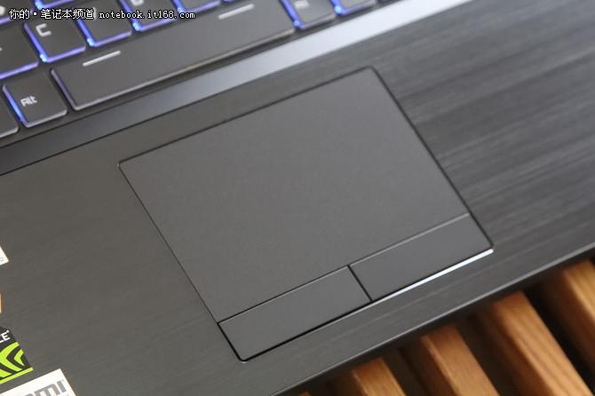 基础性能:近乎顶级的硬件配备