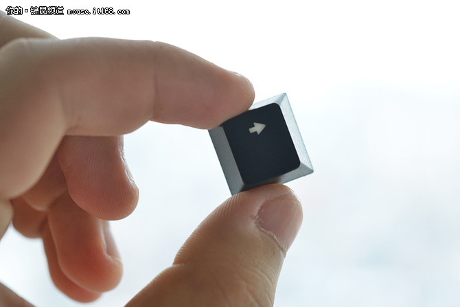 为多彩灯效而生 雷柏V700RGB合金版评测