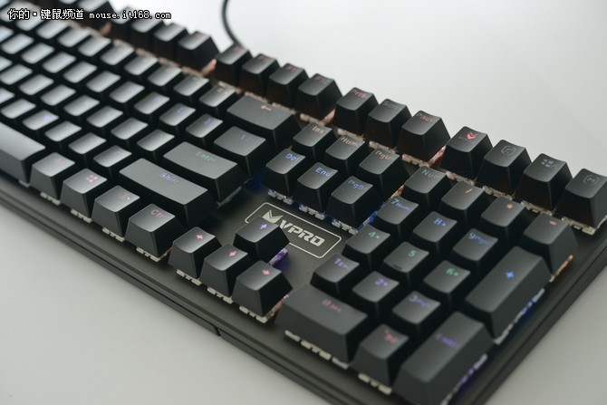 雷柏V700S混彩背光游戏机械键盘评测
