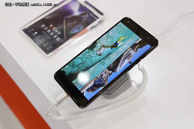 起售价3699元 VOGA V激光投影手机发布
