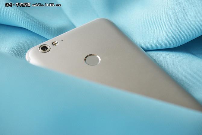 海信手机H10评测:圆润外观手感精致
