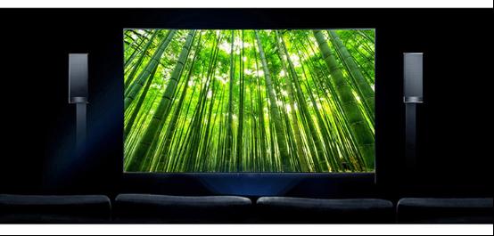 據海信工作人員介紹道,海信已經在激光電視領域默默耕耘了十年之久,直到近一兩年才在技術成熟后逐步推向市場。截至目前,海信激光電視已經實現了從激光電視研發、設計到整機生產制造的完全自主運營。 在畫質方面,海信激光電視采用菲涅爾無源仿生激光成像技術,光線像電影一樣反射式入眼,抗環境光干擾,明亮環境下同樣可以觀看,甚至整晚觀看不傷眼。