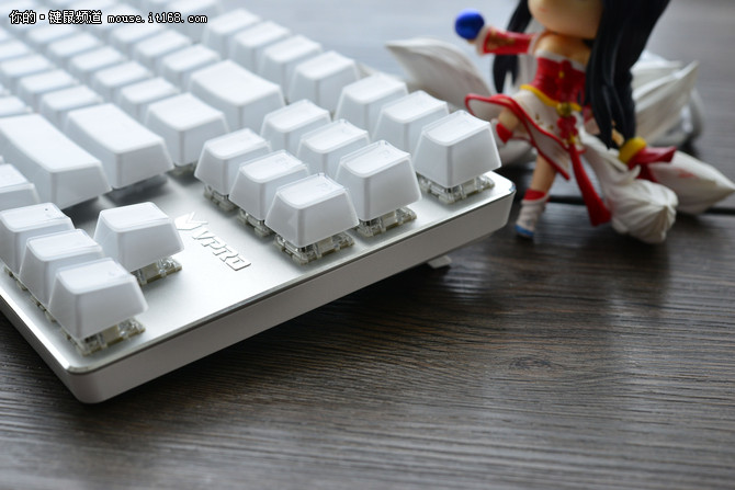 雷柏V500RGB冰晶版机械键盘评测
