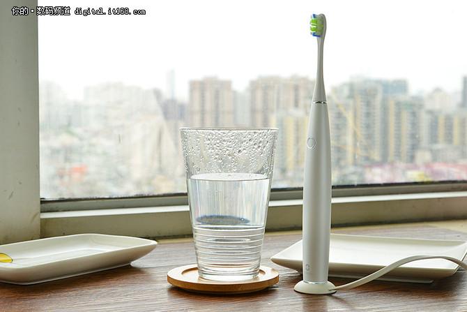 自从用了这支牙刷 牙膏从此不再飞溅