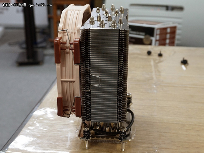 猫头鹰风冷散热器匹配AMD 180W毫无压力