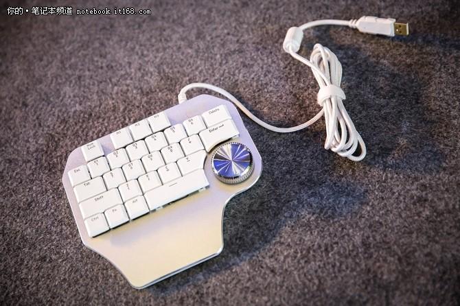 图:英特尔为专业设计师量身打造的左手键盘