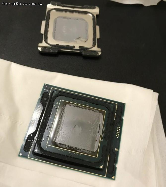Intel 12核心i9-7920X依然是硅脂散热