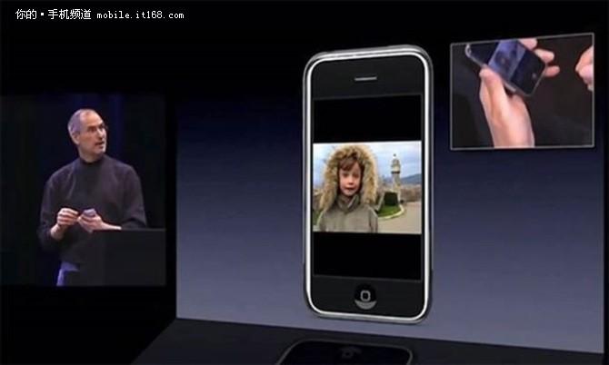 当然,苹果的解释或许是多余的,因为iPhone X已经足够让人尖叫,无数人准备好了钞票等待11月初的正式发售。iPhone X售价不菲,64GB版达到了8388元,顶配256GB版更是高达9688元,成功晋升为史上最贵iPhone。