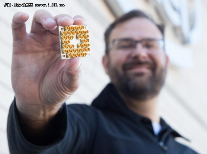 英特尔向研究机构提供17量子比特芯片