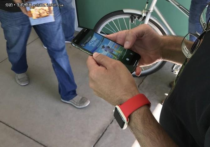 iPhone X频繁曝光 这次在玩Pokemon Go