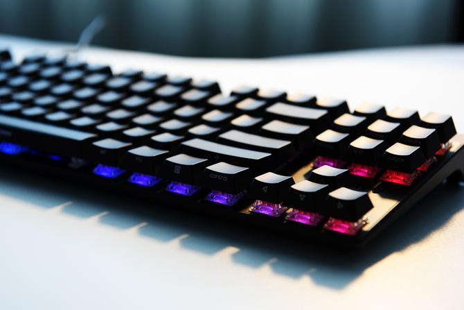 樱桃MX8.0黑色侧刻RGB机械键盘试用