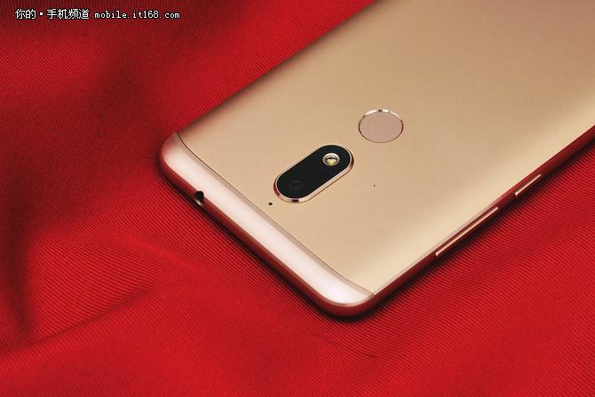 5.7英寸全面屏手机只要899元