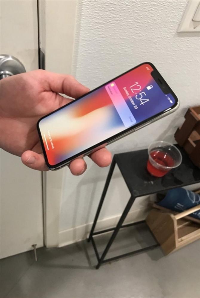 iPhone X开售前偷跑 边框宽度实在感人