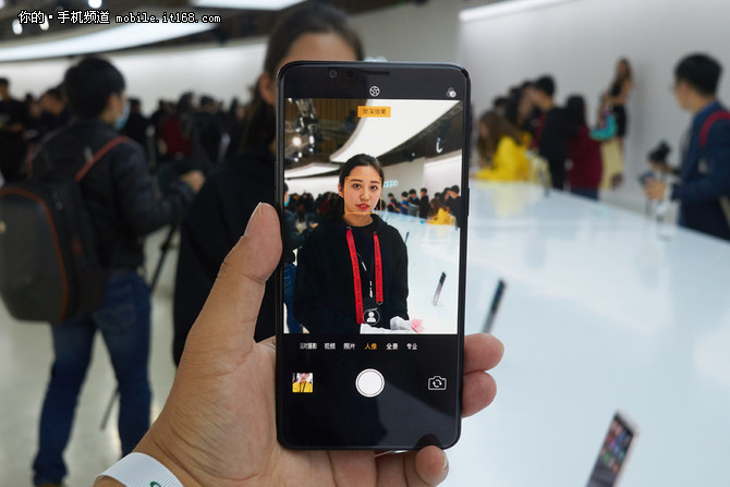 双摄+AI美颜 OPPO R11s人像拍照体验