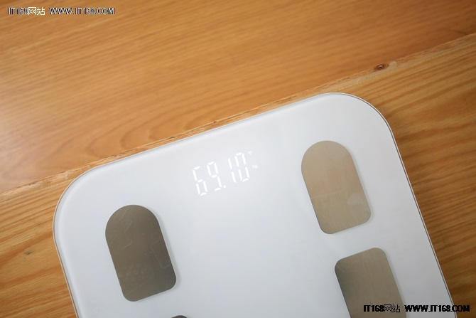 有高颜值更有精数据,斐讯智能体脂秤S7
