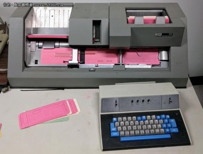 用上世纪的老式IBM 1401大型机做圣诞卡