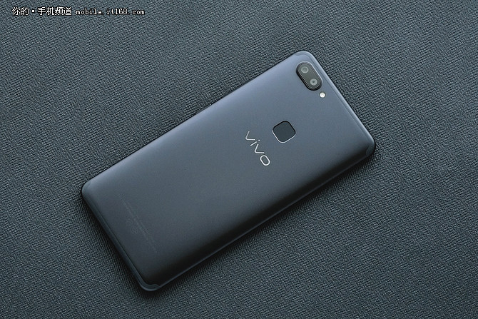 逆光人像专家 全面屏拍照手机vivo X20热销