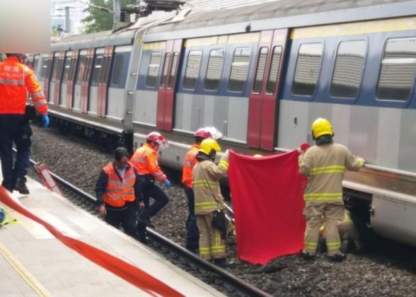 香港地铁坠轨事件 身体被截成3段现场惨烈