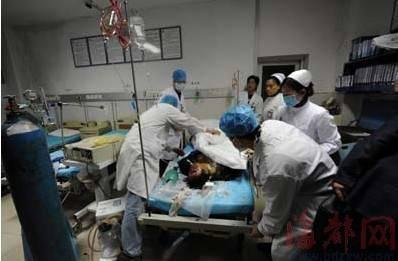 补胎男子炸飞身亡 妻子儿女医院内靠墙痛哭