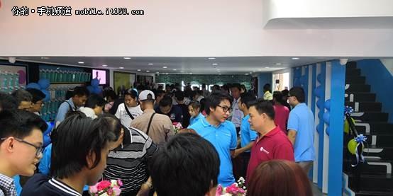 荣耀手机海外第一家潮流体验店缅甸仰光开业