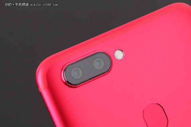 人像虚化更自然 拍照手机OPPO R11s热销中