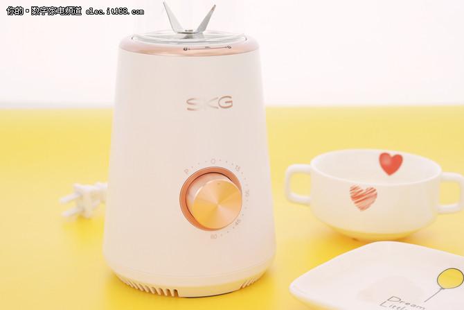 SKG便携搅拌机:办公室养生只要一分钟