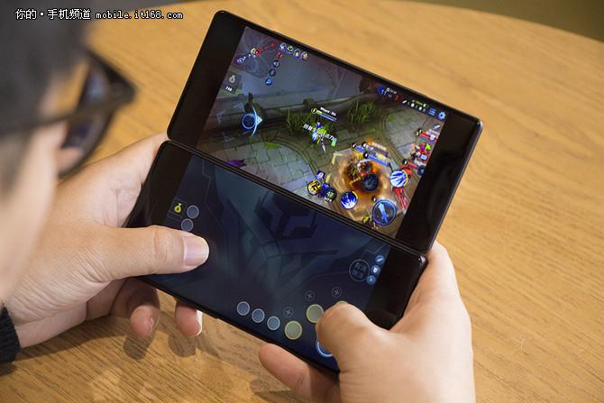 揭秘中兴AXON M:折叠双屏原来这么玩