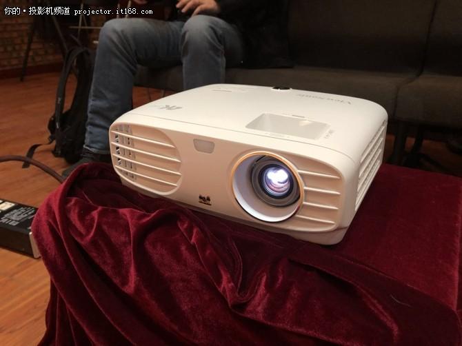 不到8000元优派全新家用4K投影机搬回家